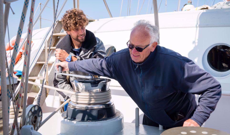 Afbeelding van Zeezeilen aan boord van de Eendracht