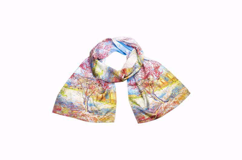 Afbeelding van Petra Waszak Zijden sjaal 'Bloeiende perzikboom'