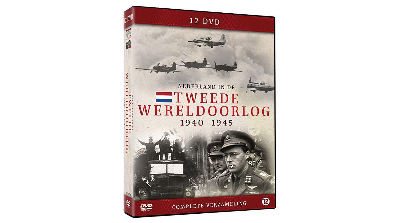 1940 1945Nooit eerder werd er zo specifiek gekeken naar de rol van Nederland in de oorlog en hoe de overheersing van de Duitsers ervaren werd. Na 5 jaar terreur en onderdrukking door de Duitse bezetter volgde de bevrijding door de geallieerde legers. De bevrijding is een van de belangrijkste momenten uit de Nederlandse geschiedenis. Van deze bewogen tijd zijn in verschillende archieven indrukwekkende beelden bewaard gebleven. Veel persoonlijke verhalen uit de Tweede Wereldoorlog raken in de vergetelheid. Mensen die zelf iets meemaakten praten er over het algemeen niet makkelijk over, of zijn inmiddels overleden. Resultaat is dat veel kinderen of kleinkinderen rond blijven lopen met vragen over hun voorouders. In deze box is ook de serie Oorlogsgeheimen opgenomen, waarin we alsnog de waarheid boven tafel proberen te krijgen. Dit is hét moment om deze vragen te stellen, want er zijn steeds minder mensen nog in leven die eventuele vragen kunnen beantwoorden. Kortom een zeer complete box voor iedere liefhebber van de Nederlandse geschiedenis! Nederlands gesproken | Speelduur circa 720 minuten | 12 dvd discs | Kijkwijzer 12 *BREAK*
